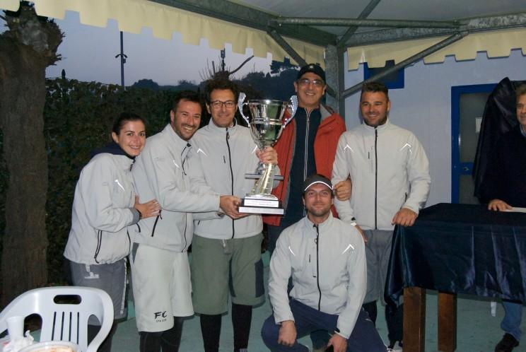 L'equipaggio di Flashcube premiato dal Presidente LNI Ortona Eugenio Rapino